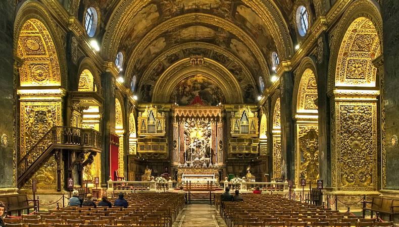 マルタのヴァレッタ 黄金色に輝く聖ヨハネ大聖堂