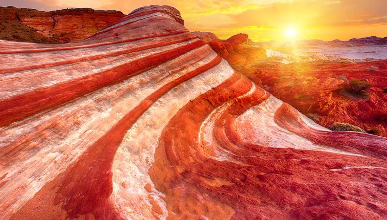 ラスベガス近郊の「炎の谷」で自然の造形美を見る