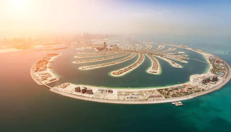 空からのパーム・ジュメイラ!ドバイならではの近未来風景を水上飛行機で楽しむ