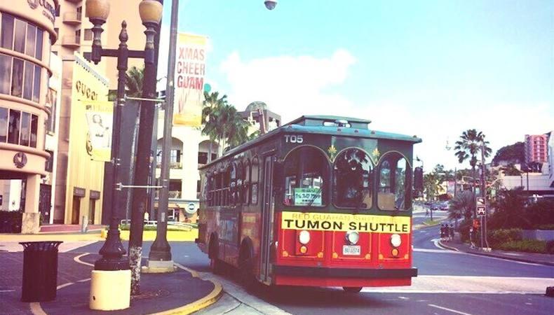 グアムでの移動はこれで決まり!赤いシャトルバス