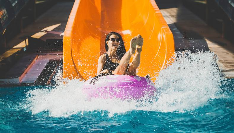 ハワイはプールも最高!絶叫ウォータースライダーは丸一日楽しめる
