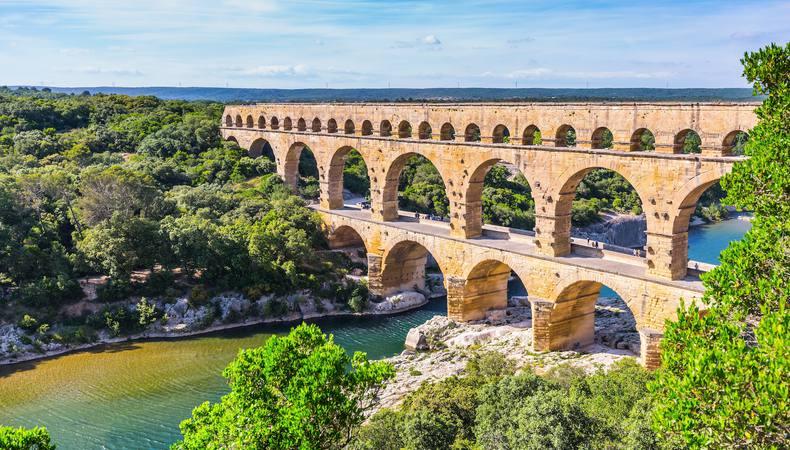 南フランスの芸術的な世界遺産、水道橋ポン・デュ・ガール