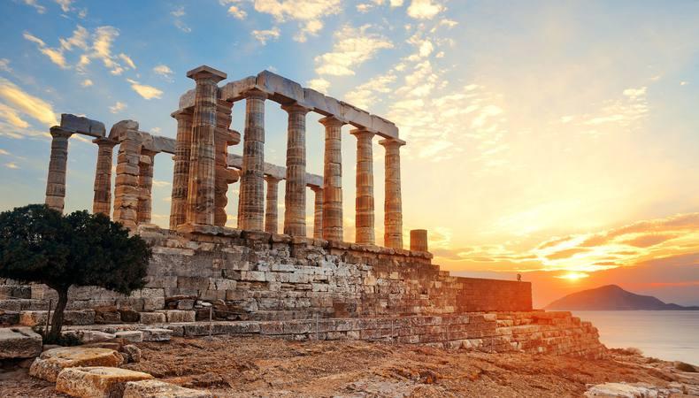 夕日に映える神々しい美しさ!ギリシャのポセイドン神殿