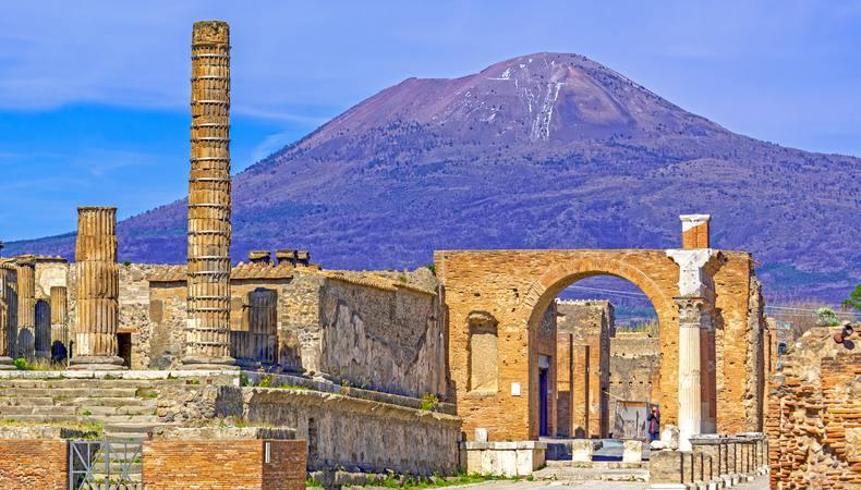 火山で埋もれた世界遺産・ポンペイ遺跡にて