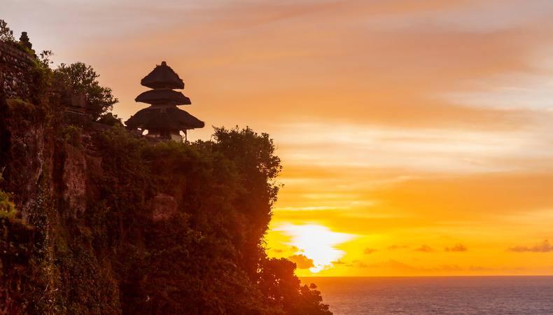 断崖絶壁の寺院と沈むサンセットを満喫したい@バリ島