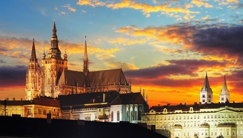 世界最大級!チェコのプラハ城は見どころいっぱい