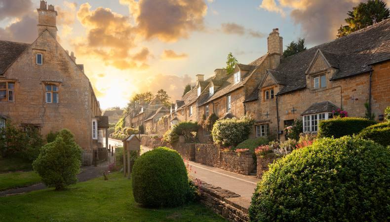 これぞイギリスの田園風景!すべてが可愛いコッツウォルズの街並み