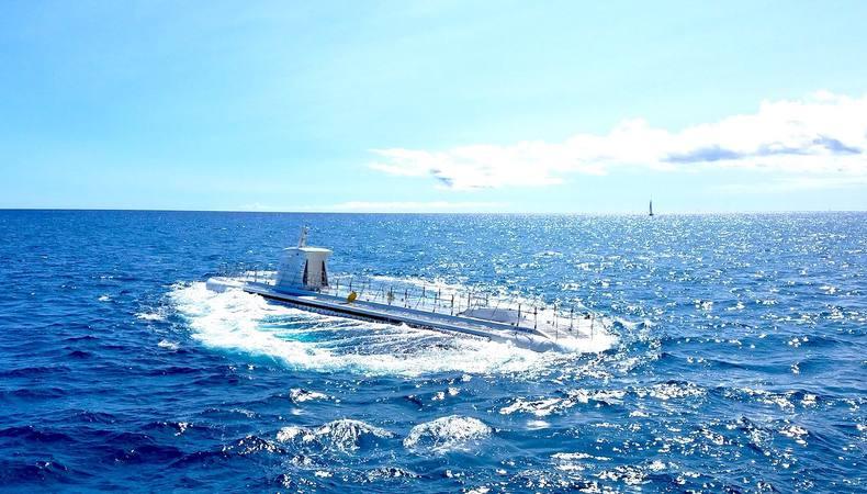 オアフ島で潜水艦から見る海底世界は...?