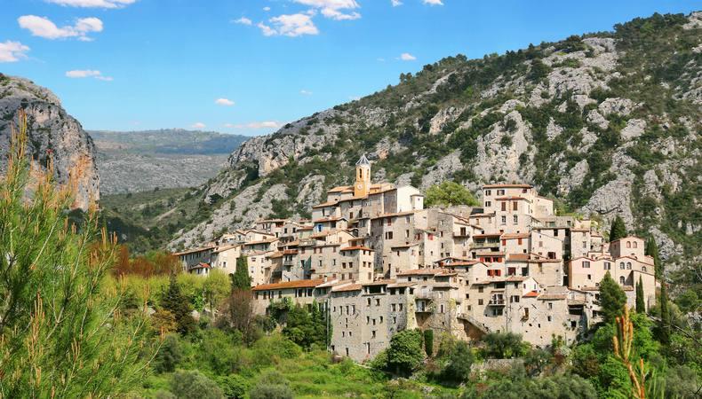 まるで中世へタイムスリップ!南フランスの「鷲の巣村」巡り
