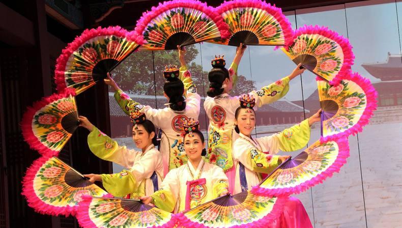 コリアハウスで華やかな韓国伝統舞踊を鑑賞