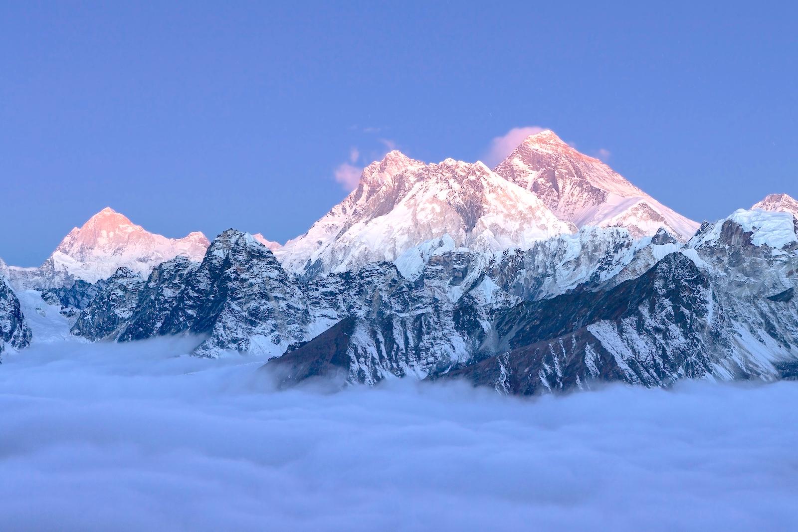 憧れのエベレスト&ヒマラヤの絶景を遊覧飛行でエンジョイ!