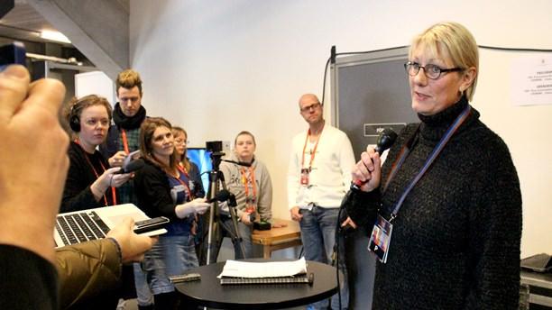 Melodifestivalens projektledare Maria Ilstedt på en snabbt insatt presskonferens.