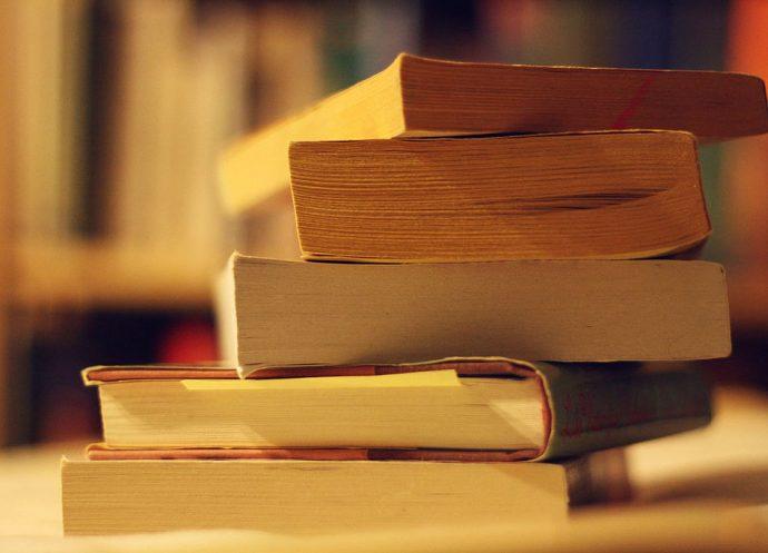 https://commons.wikimedia.org/wiki/File:Book_sale_loot_(4552277923).jpg