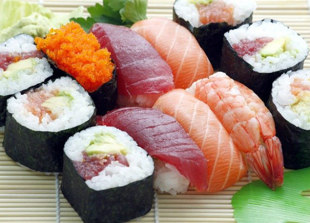 https://www.google.com/search?q=sushi&tbm=isch&tbs=sur%3Afmc&rlz=1C1GCEB_enSE835SE835&hl=sv&ved=0CAEQpwVqFwoTCJDsvd_H8ecCFQAAAAAdAAAAABAC&biw=1903&bih=969#imgrc=6MislgMYL5Zp0M