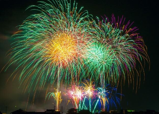 https://pixabay.com/sv/photos/fireworks-pyroteknik-nytt-%C3%A5r-180553/