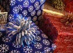 https://pixabay.com/sv/photos/christmas-g%C3%A5va-radbyte-band-2656869/