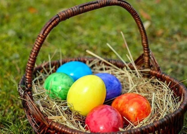 https://pixabay.com/photos/osterkorb-colorful-eggs-bio-colored-2093315/