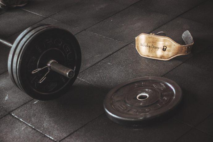 https://www.pexels.com/sv-se/foto/metall-stal-gym-vikter-949132/
