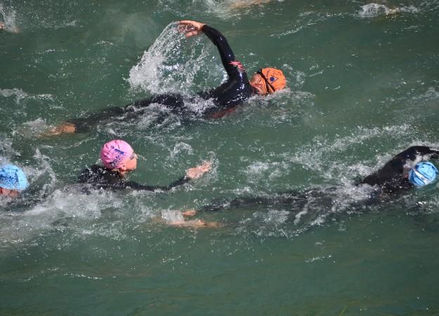 https://pixabay.com/sv/photos/vatten-simning-sport-triathlon-1205677/