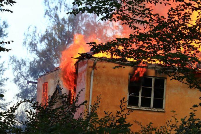 https://www.skaraborgsnyheter.se/skaraborgs-och-riksnyheter/brand-spred-sig-till-bostadshus-utanfor-forshem/