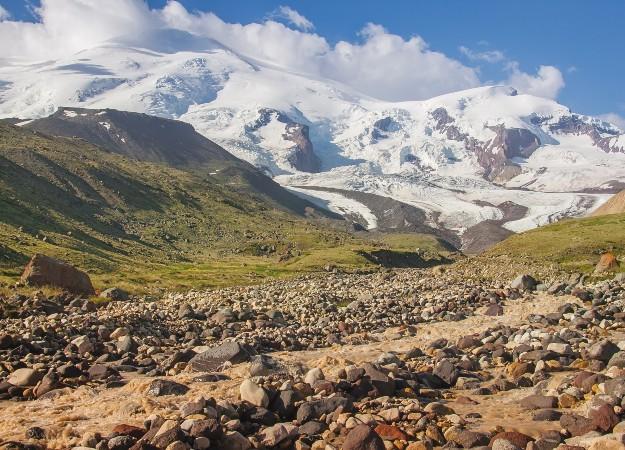 https://pixabay.com/sv/photos/kaukasus-ryssland-elbrus-berg-sol-5299593/