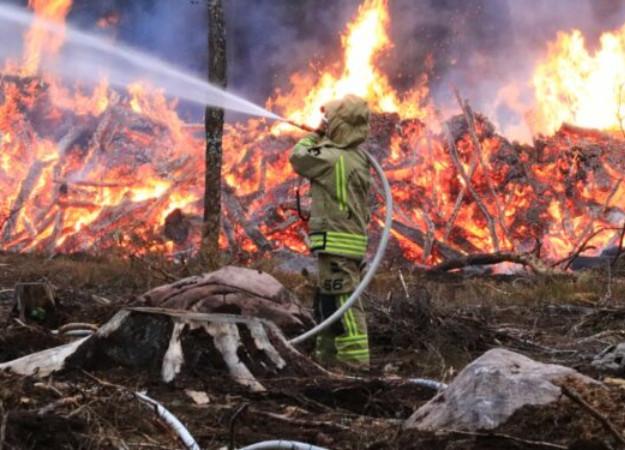 https://www.skaraborgsnyheter.se/skaraborgs-och-riksnyheter/skogsbrand-i-svar-terrang-utanfor-karlsborg/