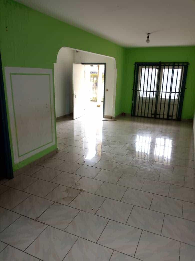 House (Villa) to rent - Douala, Makepe, Douala 5ieme - 1 living room(s), 4 bedroom(s), 3 bathroom(s) - 200 000 FCFA / month
