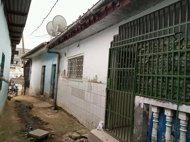 House (Villa) for sale - Douala, Beedi, Marché - 1 living room(s), 3 bedroom(s), 2 bathroom(s) - 12 000 000 FCFA / month