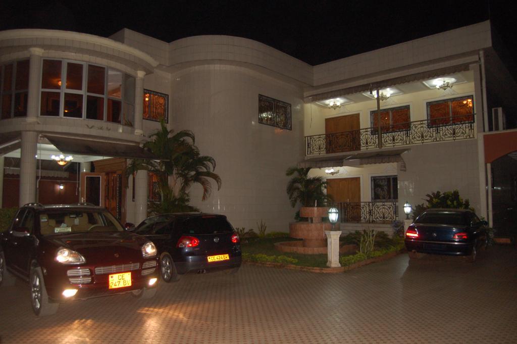 House (Duplex) for sale - Douala, Bonamoussadi, Denver - 2 living room(s), 6 bedroom(s), 6 bathroom(s) - 1 500 000 000 FCFA / month