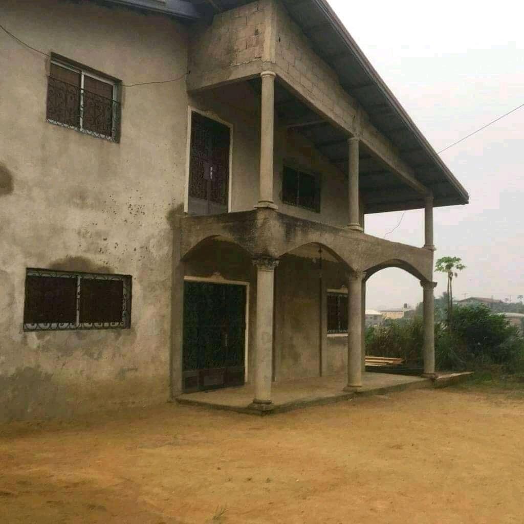 House (Duplex) for sale - Douala, Logpom, Bassong - 1 living room(s), 5 bedroom(s), 6 bathroom(s) - 75 000 000 FCFA / month