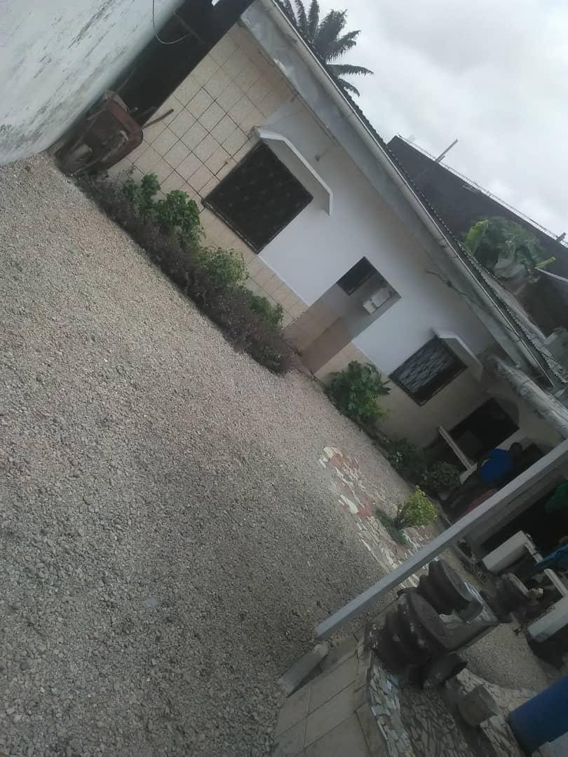 House (Villa) for sale - Douala, PK 14, Pk13 plus précisément - 1 living room(s), 3 bedroom(s), 2 bathroom(s) - 25 000 000 FCFA / month