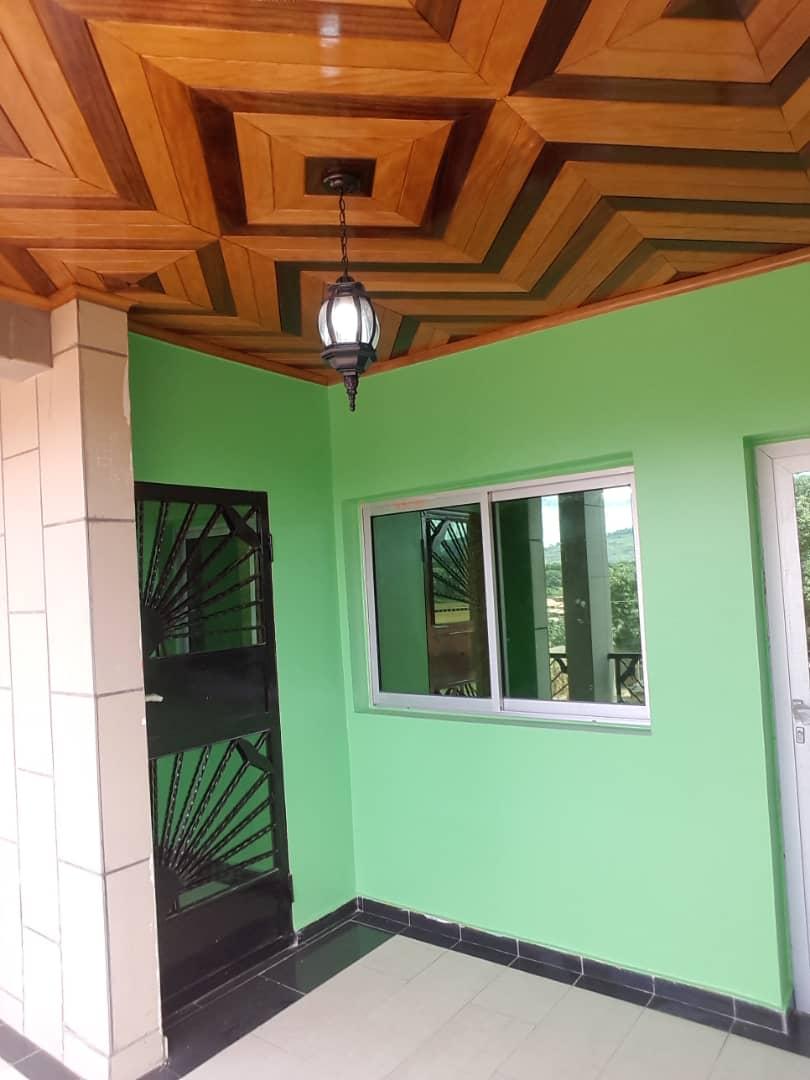 Appartement à louer - Yaoundé, Nkolbisson, Tsimi - 1 salon(s), 2 chambre(s), 3 salle(s) de bains - 150 000 FCFA / mois