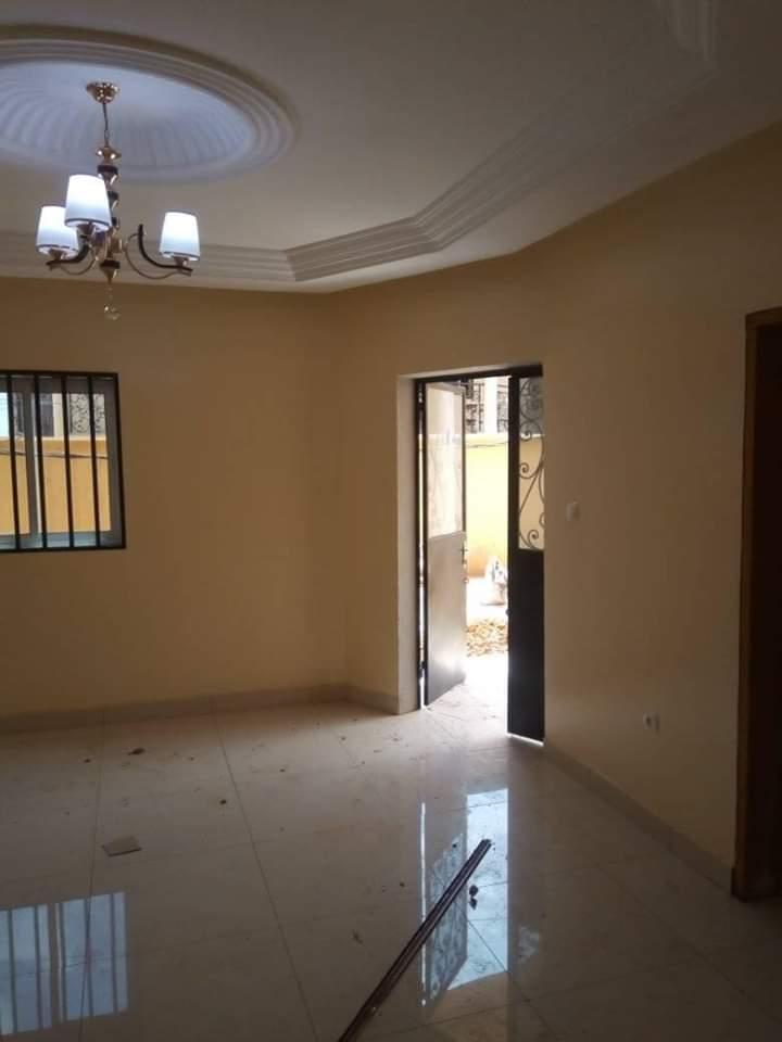 Appartement à louer - Yaoundé, Ngousso, Total - 1 salon(s), 2 chambre(s), 2 salle(s) de bains - 100 000 FCFA / mois