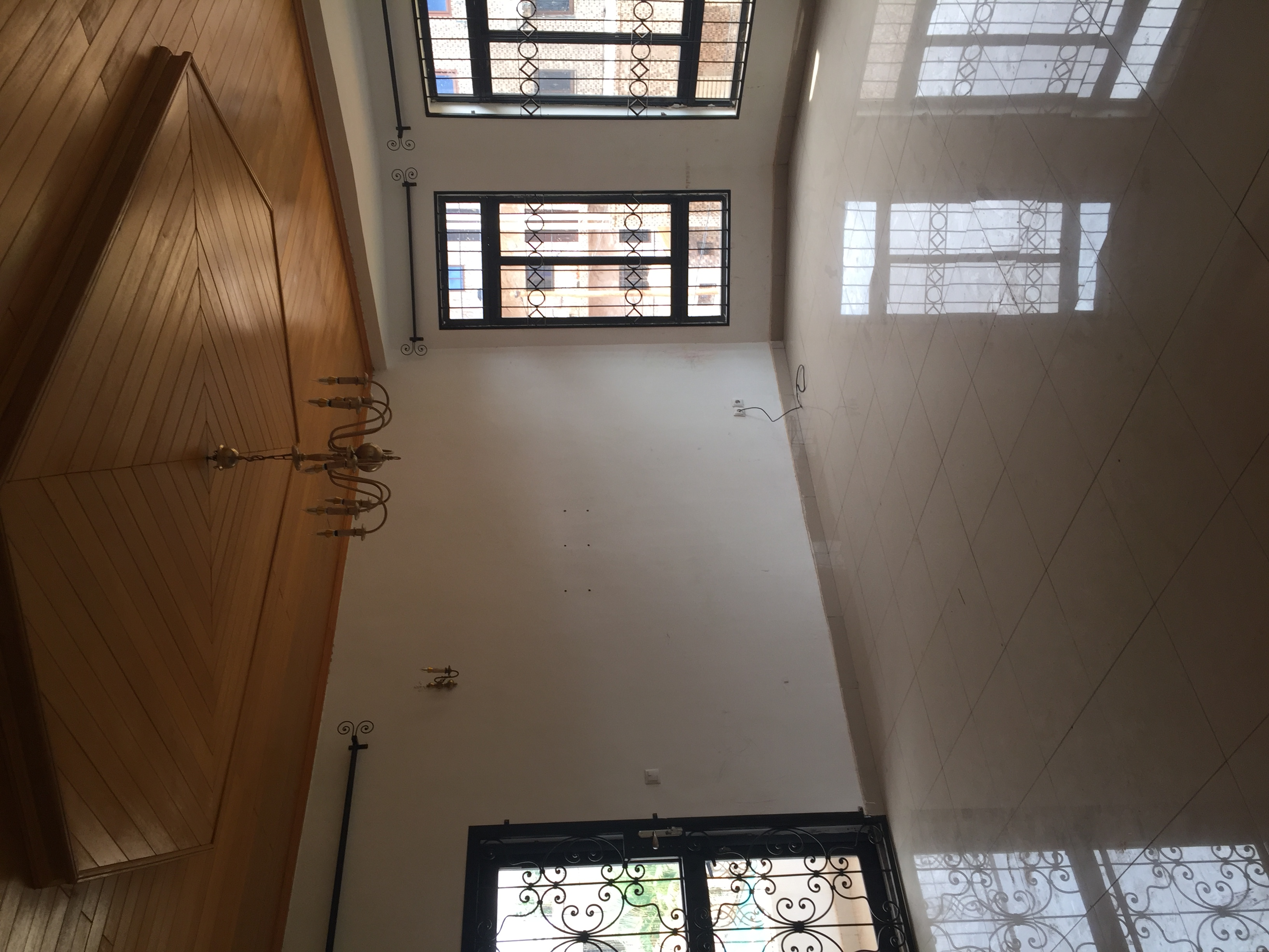 Apartment to rent - Yaoundé, Mfandena, Derrière stade omnisports - 1 living room(s), 3 bedroom(s), 2 bathroom(s) - 350 000 FCFA / month