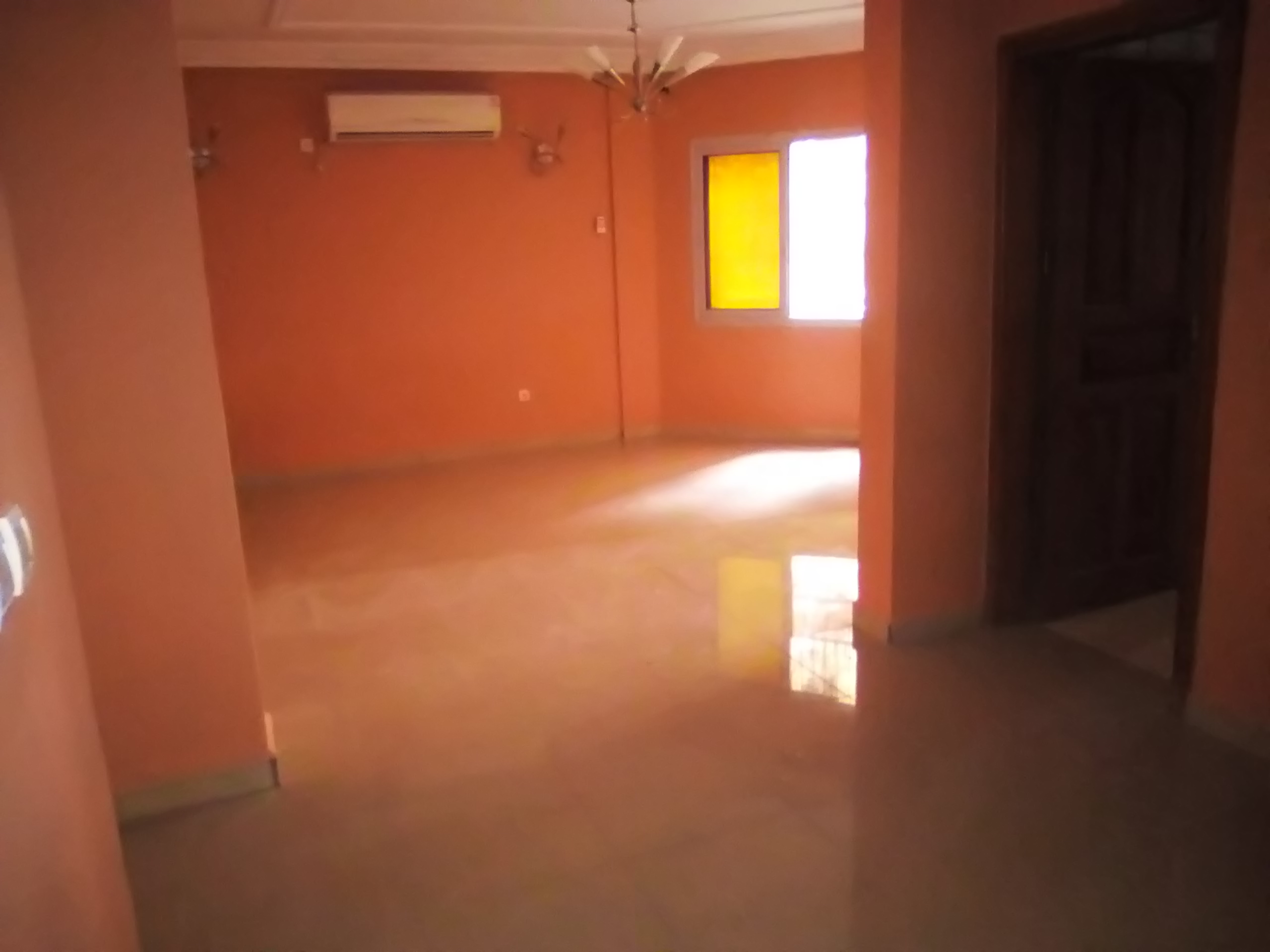 Apartment to rent - Douala, Makepe, PETIT PAYS - 1 living room(s), 2 bedroom(s), 1 bathroom(s) - 135 000 FCFA / month