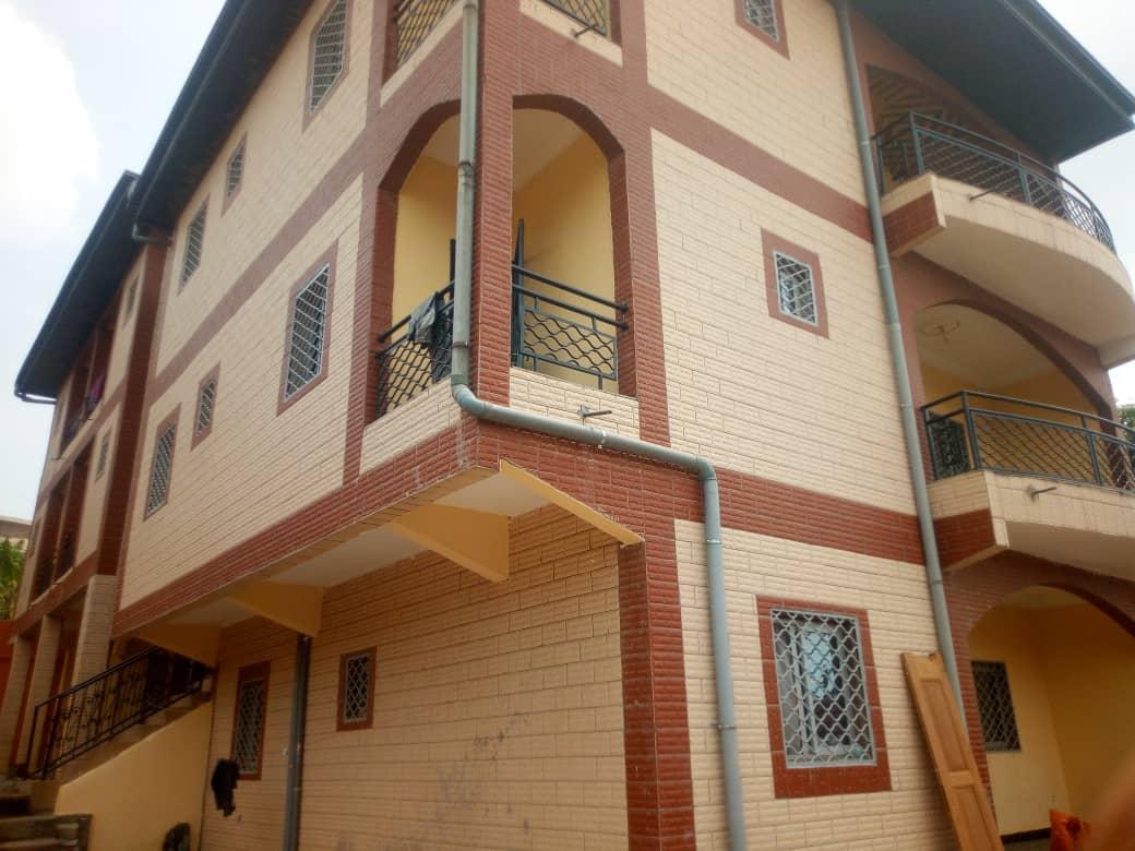 Apartment to rent - Douala, Logbessou I, vers carrefour logbessou - 1 living room(s), 3 bedroom(s), 2 bathroom(s) - 80 000 FCFA / month
