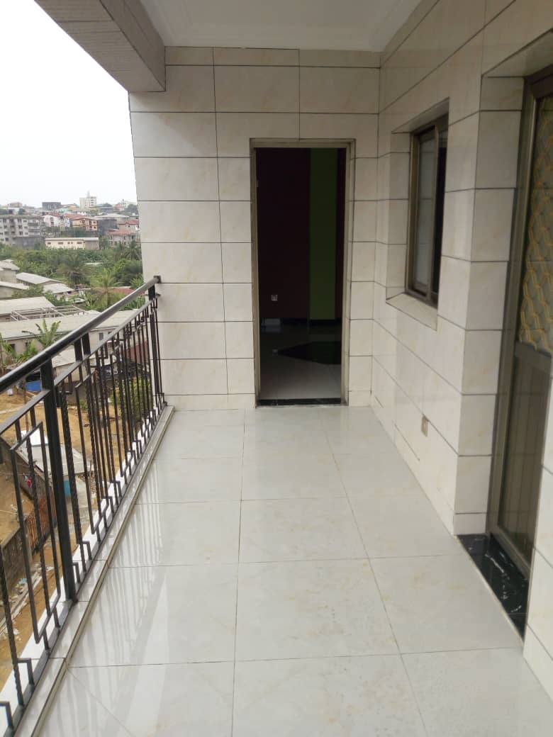 Apartment to rent - Douala, Makepe, Rond po - 1 living room(s), 2 bedroom(s), 2 bathroom(s) - 200 000 FCFA / month