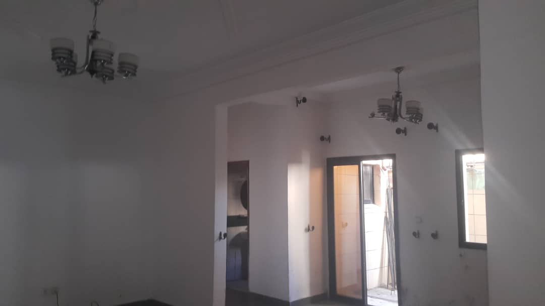 Apartment to rent - Douala, Kotto, Ver Baden Baden - 1 living room(s), 2 bedroom(s), 2 bathroom(s) - 120 000 FCFA / month