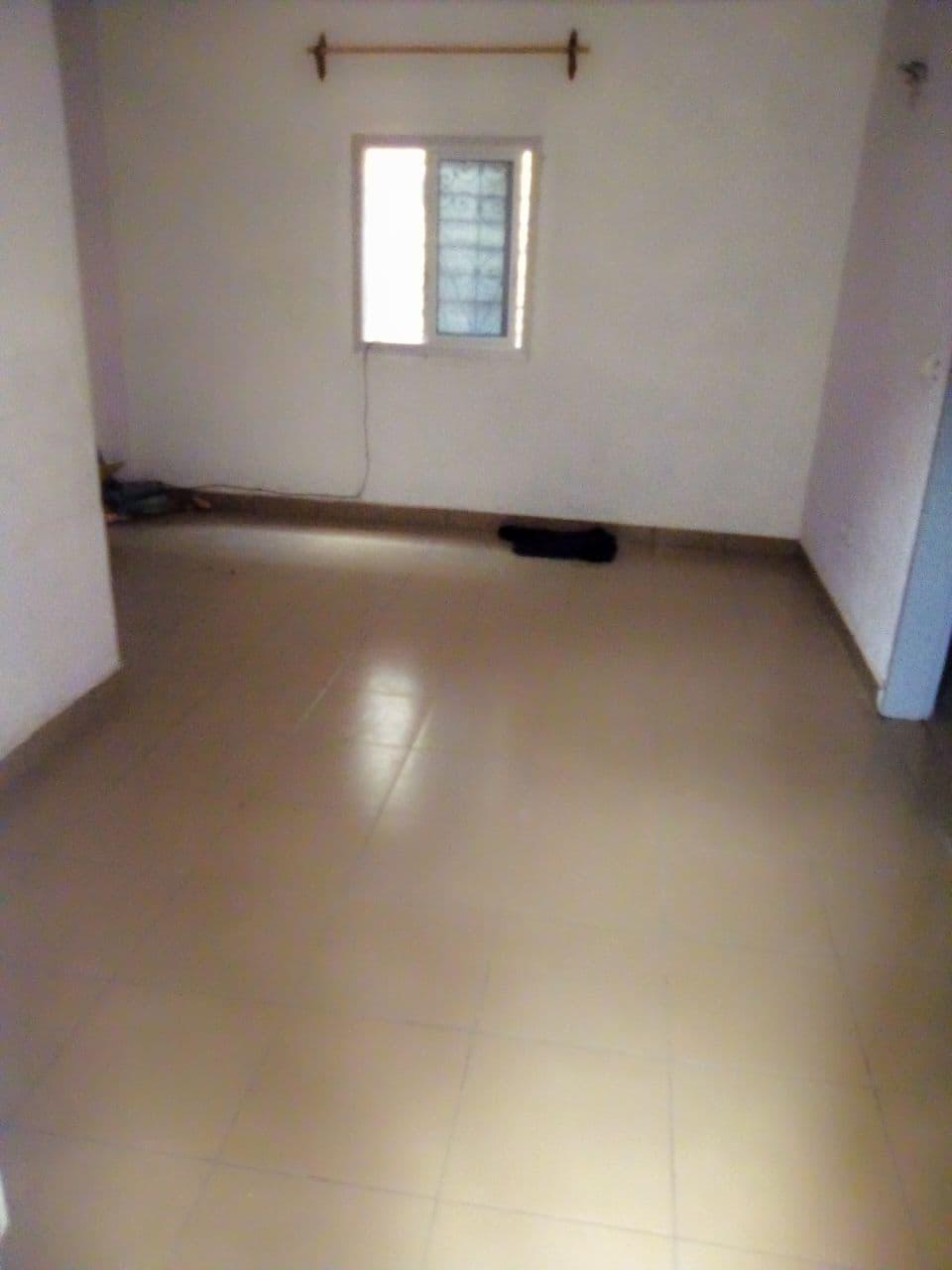Apartment to rent - Douala, Cité des billes, entrée lycée - 1 living room(s), 1 bedroom(s), 1 bathroom(s) - 50 000 FCFA / month