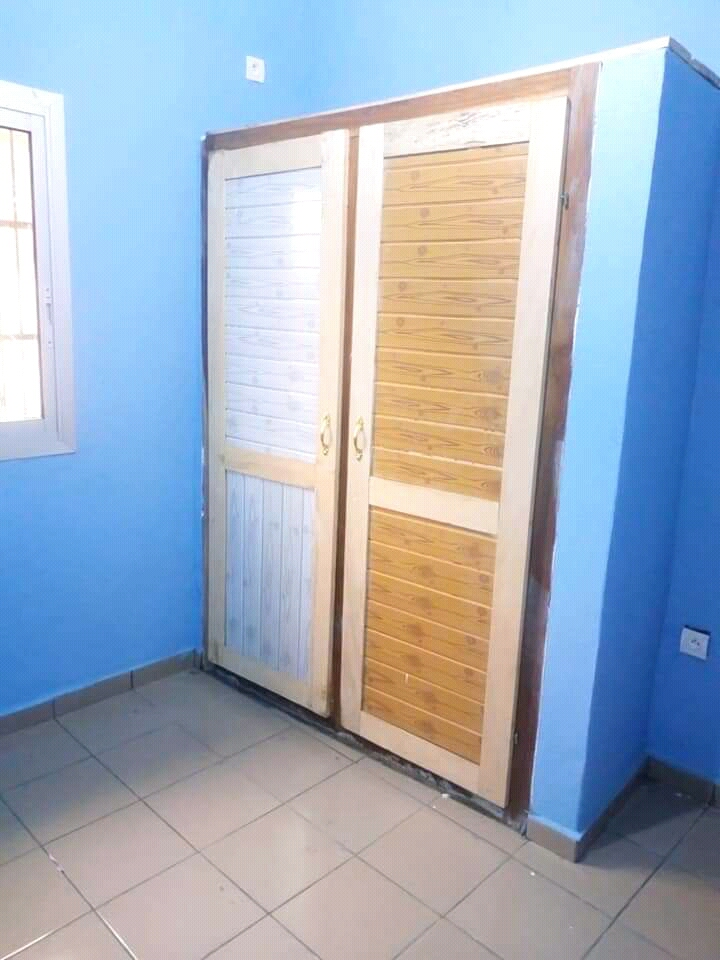 Apartment to rent - Douala, Ndogbong, Ver carrefour conquête - 1 living room(s), 2 bedroom(s), 2 bathroom(s) - 80 000 FCFA / month