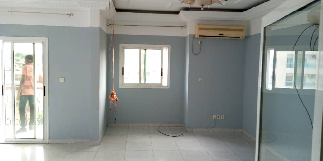Apartment to rent - Douala, Akwa I, Njoh Njoh - 1 living room(s), 2 bedroom(s), 3 bathroom(s) - 450 000 FCFA / month