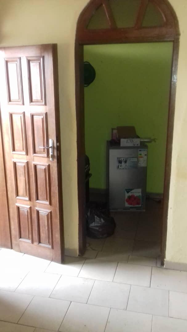 Appartement à louer - Douala, Bonamoussadi, Lycée - 1 salon(s), 2 chambre(s), 1 salle(s) de bains - 90 000 FCFA / mois