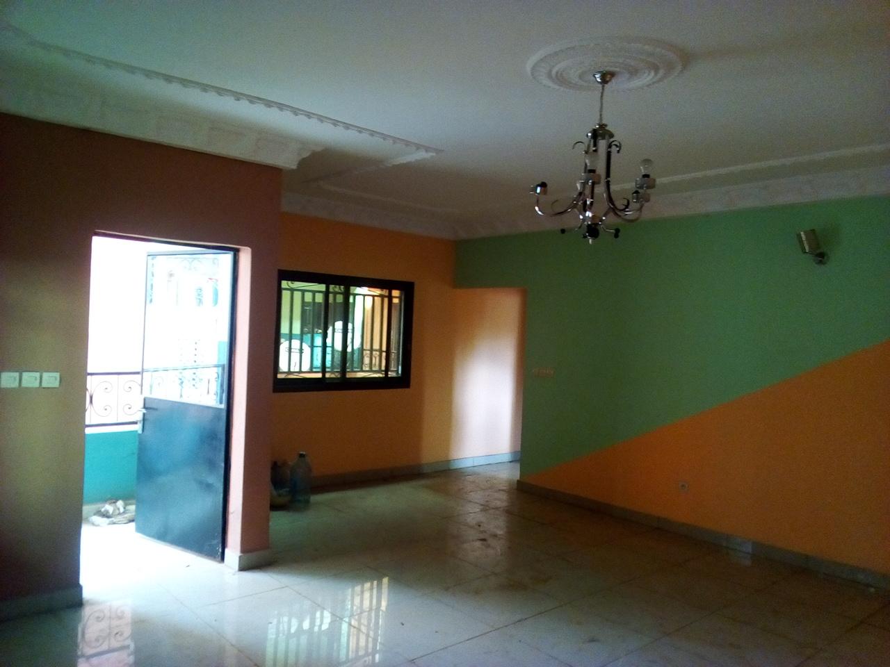 Appartement à louer - Yaoundé, Mimboman I, pas loin de dernier poteau - 1 salon(s), 2 chambre(s), 2 salle(s) de bains - 135 000 FCFA / mois