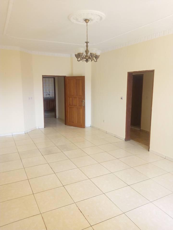 Appartement à louer - Douala, Malangue, Face hôpital general - 1 salon(s), 2 chambre(s), 3 salle(s) de bains - 120 000 FCFA / mois