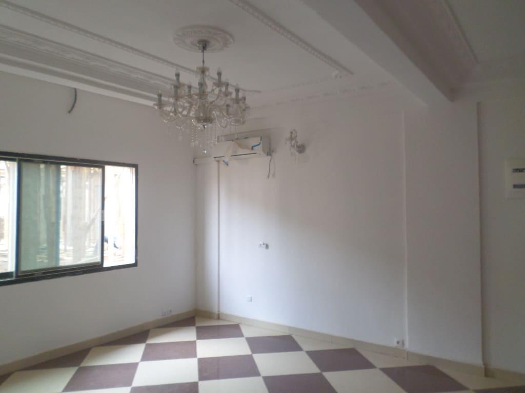 Apartment to rent - Yaoundé, Quartier Fouda,  - 1 living room(s), 2 bedroom(s), 2 bathroom(s) - 220 000 FCFA / month