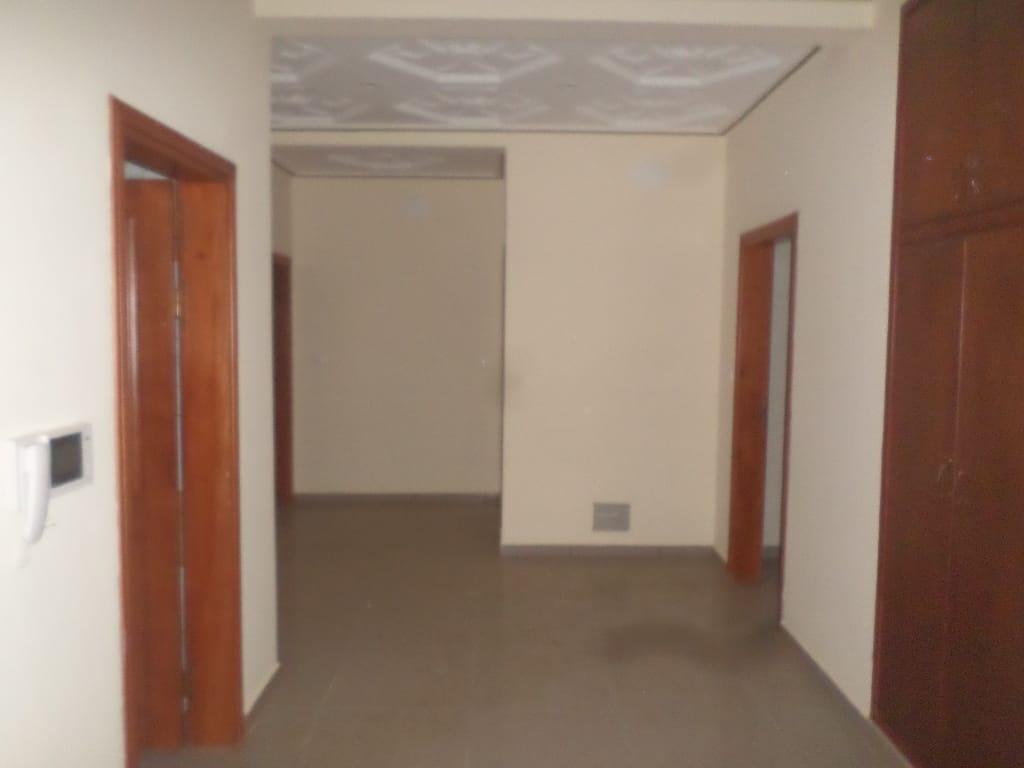 Appartement à louer - Yaoundé, Bastos, immeuble  neuf de 6 appartement de 3chambres 4douches salon cuisine - 1 salon(s), 3 chambre(s), 4 salle(s) de bains - 9 000 000 FCFA / mois