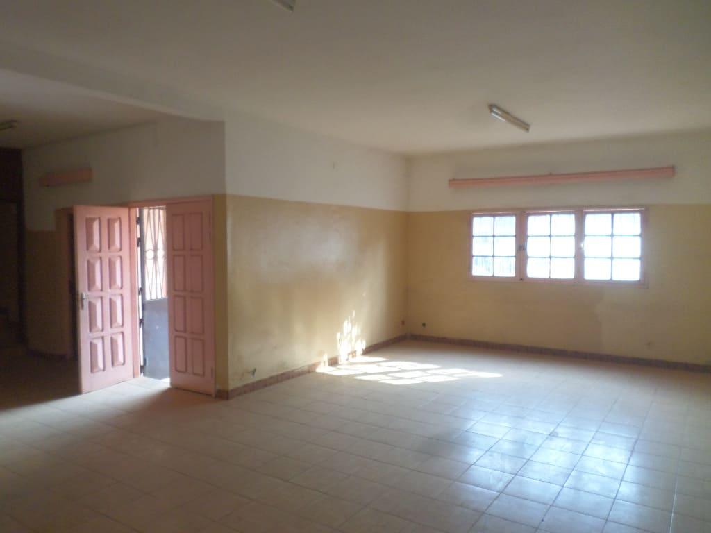 Office to rent at Yaoundé, Mballa II, entree hopital jamot - 300 m2 - 500 000 FCFA