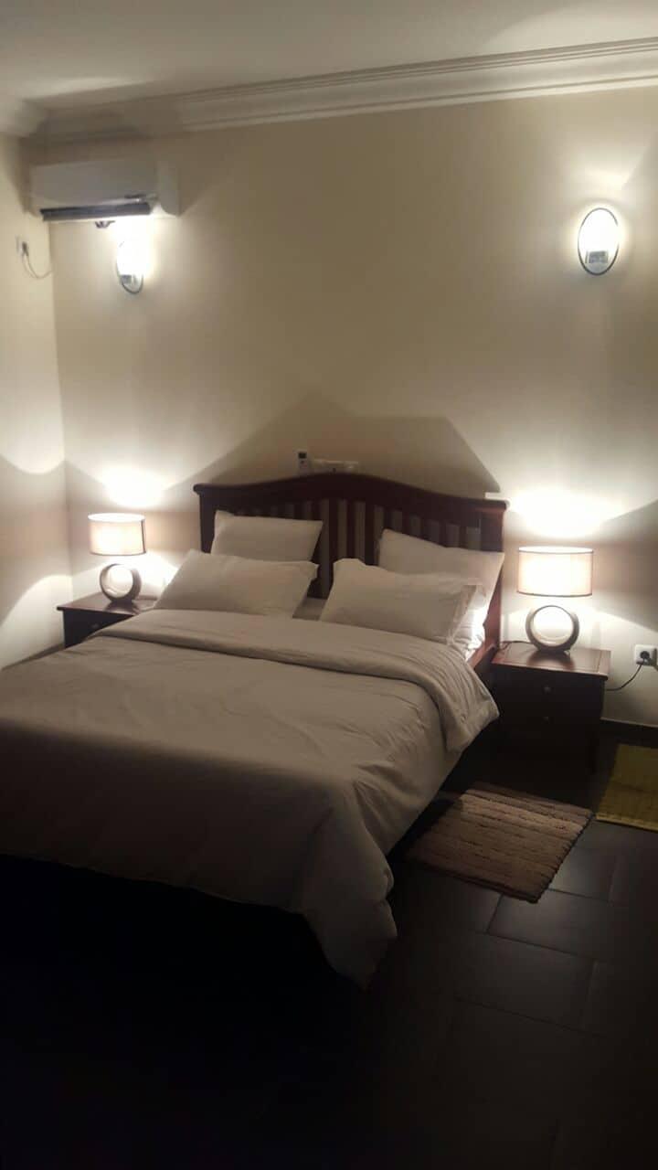 Appartement à louer - Yaoundé, Bastos, dragage - 1 salon(s), 2 chambre(s), 3 salle(s) de bains - 1 500 000 FCFA / mois