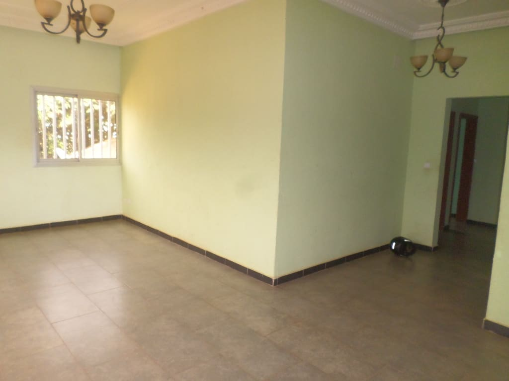 Apartment to rent - Yaoundé, Odza,  - 1 living room(s), 2 bedroom(s), 2 bathroom(s) - 200 000 FCFA / month
