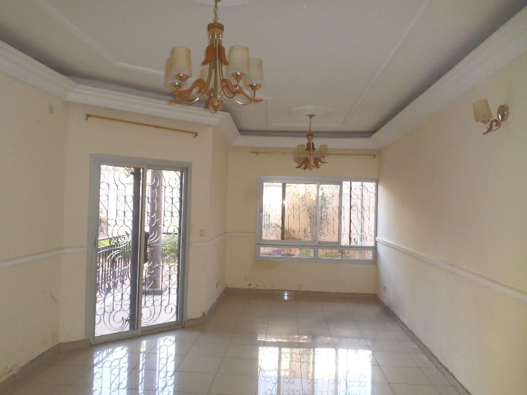 Appartement à louer - Yaoundé, Bastos, dragage - 1 salon(s), 2 chambre(s), 2 salle(s) de bains - 315 000 FCFA / mois